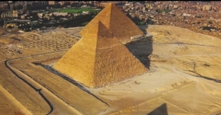Egyptians 'STOLE' pyramids: Historian claims ANOTHER civilisation built Giza complex