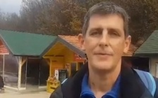 ANDREAS BEHAUPTET, DASS DAS TUNNELWASSER SEINEN TUMOR GEHEILT HABE
